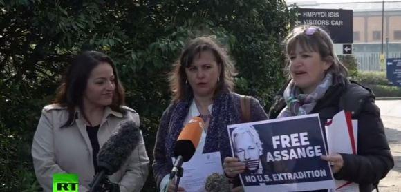 MEPs outside Belmarsh Prison